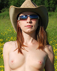 Devon Rockin The Country Look Outside In A Gorgeous Field And Making It Look Hot - Picture 7