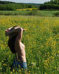 Devon Rockin The Country Look Outside In A Gorgeous Field And Making It Look Hot - Picture 12